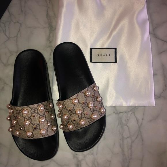 6503554dfe4 Gucci Shoes - Gucci Supreme Pearl Slides Size 7